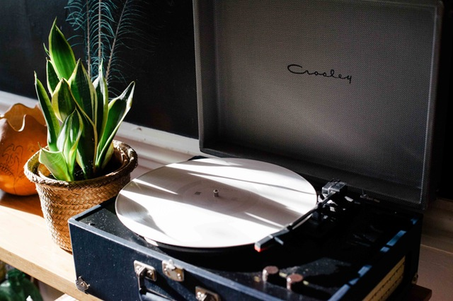 4 Easy Ways To Brighten Up Interiors - Pot Palnt & Vintage Record Player - Image By SnapWireSnaps