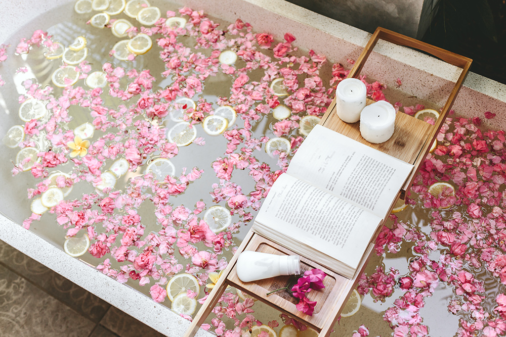 Bath tub with flowers and lemon slices