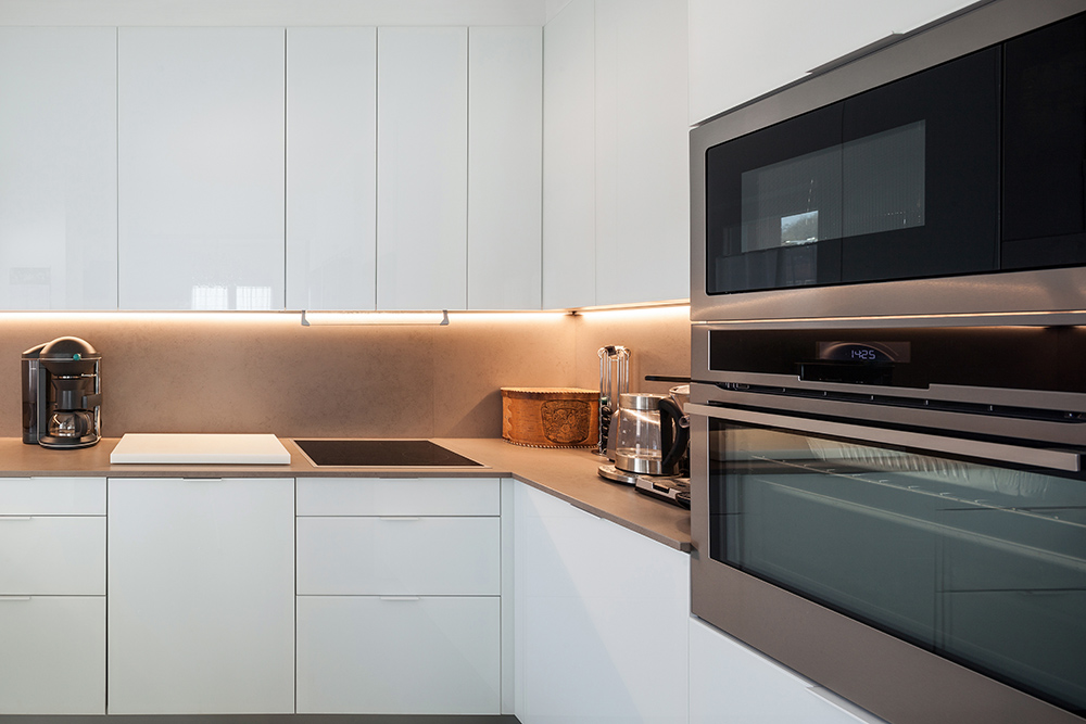 Modern white kitchen with handleless draws and cupboards